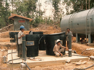 Installing solar powered Potapak tanks in Indonesia
